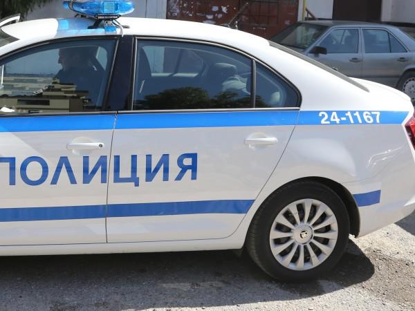 Полицията арестува 26-годишен мъж, заплашил с нож и обрал възрастен