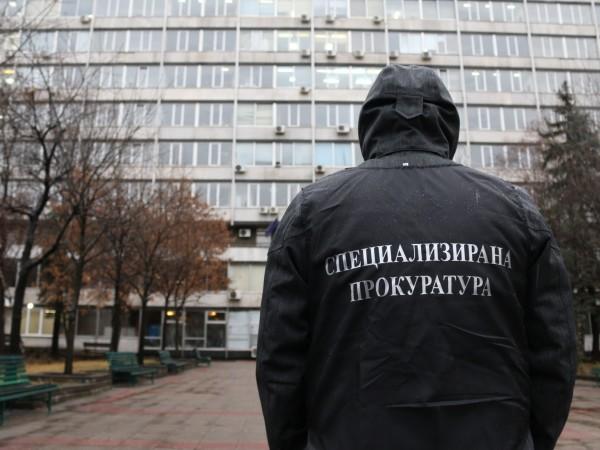 Най-малко двама висши полицаи са задържани при спецоперация в София,
