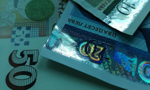 Момиче от Ямбол върна портфейл с две хиляди лева