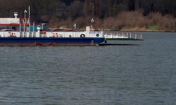 Спряха ферибота Свищов-Зимнич заради повреда