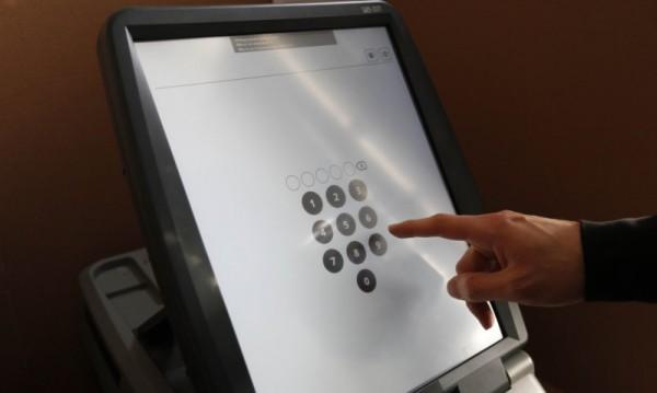 Машинно гласуване - да, но какво става с вота в чужбина, подвижните секции?