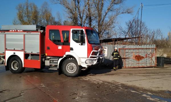 Пожар изпепели заведение и три коли в Асеновград