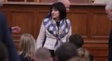 Караянчева: Радев вижда сянката на службите в спалнята си!