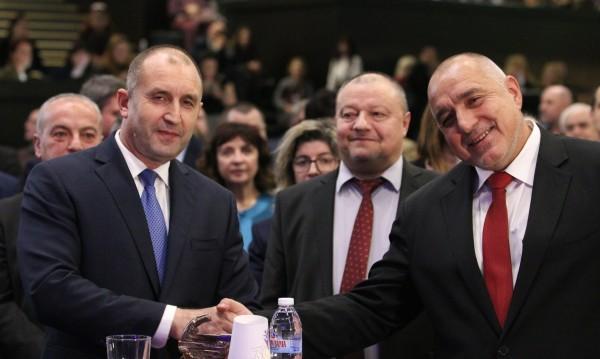 Помирение? Борисов и Радев си стиснаха ръцете!