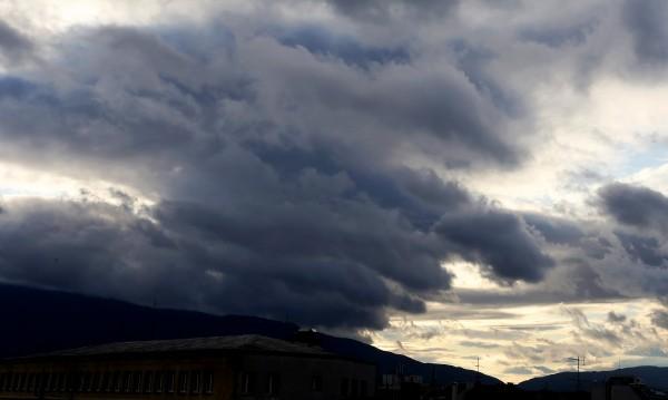 Сряда ни носи облаци и застудяване, валежи - по-късно