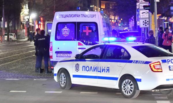 Шофьорът на линейката с Арабаджиеви минал на червено