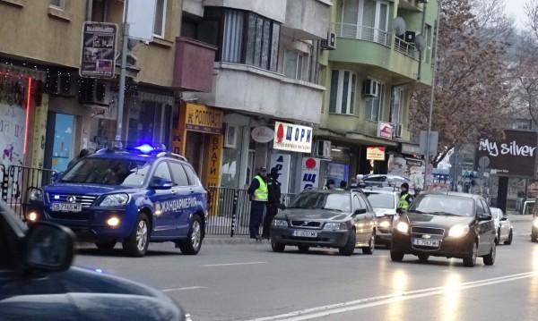 Полицейска акция в Благоевград, блокираха изходите на града