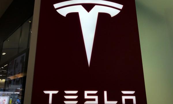 Мъск се сдоби с акции на Tesla за 10 млн. долара на Св. Валентин