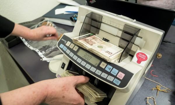 Шеф в държавна фирма  - заплата 10 980 и годишни бонуси 40 хил.