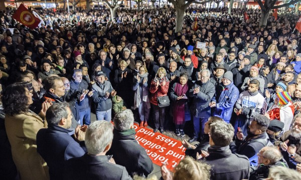 Хиляди почетоха жертвите на терора в Ханау