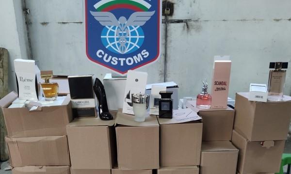 Митничари задържаха парфюми и дрехи на Дунав мост край Русе