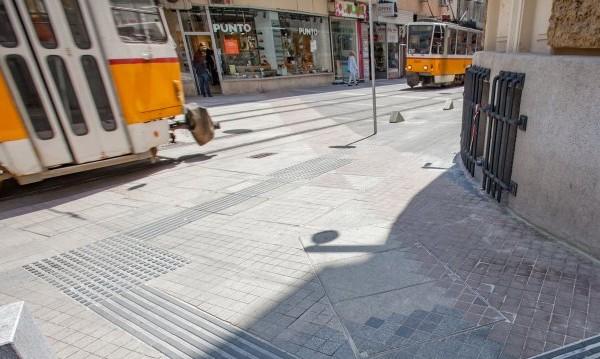 Бутнатото от трамвай дете се спънало в ограничител