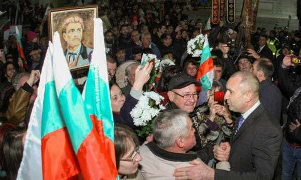 Фандъкова vs. Радев: Не е редно да има партийно шествие за Левски