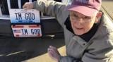 """Съд реши: Американец може да кара колата си с номер """"Аз съм Бог"""""""