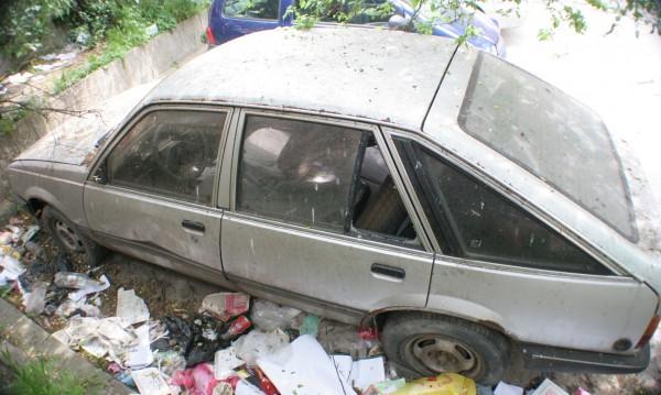 Премахват стари трошки по улиците на Перник
