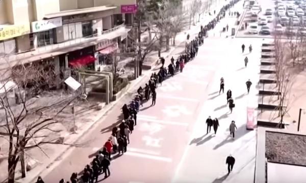 Рекордна опашка в Южна Корея за медицински маски