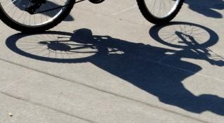 Велосипедист не спря на Стоп, удари го кола