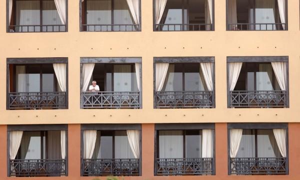 Четирима в хотела с българи на Тенерифе са с коронавирус
