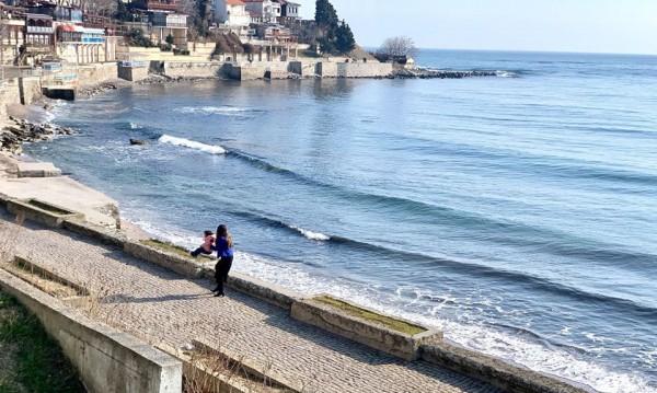 Децата на Херо Мустафа се радват на Черно море