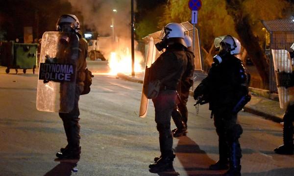 Гръцки острови останаха блокирани след нощ на насилие