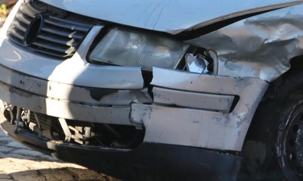 Младежи откраднаха кола, катастрофираха с нея