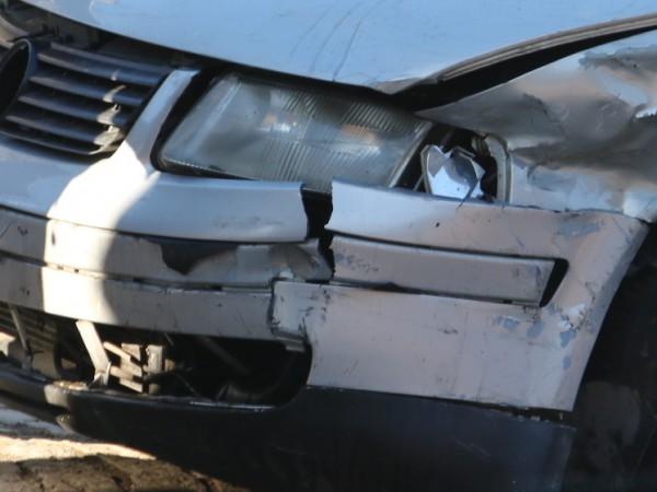 Трима младежи откраднаха лек автомобил в добричко село и след