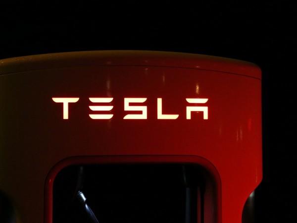 Само през януари регистрациите на автомобили на Tesla са се