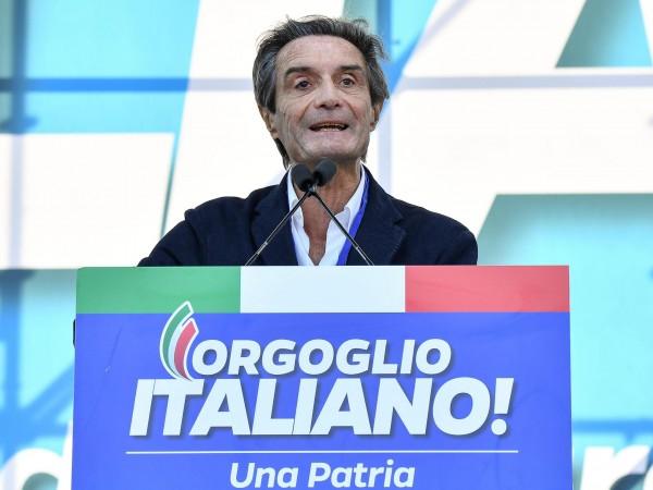 Губернаторът на италианската област Ломбардия Атилио Фонтана сам се постави