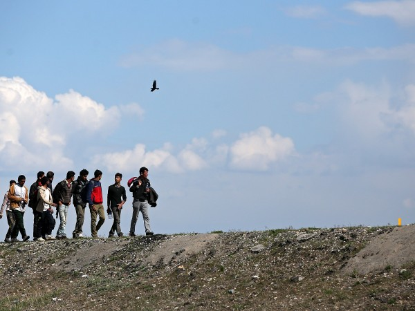 Стотици мигранти тръгнаха днес през Северозападна Турция към границите с