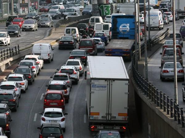 Извънредни мерки по контрол на трафика са въведени от пътната