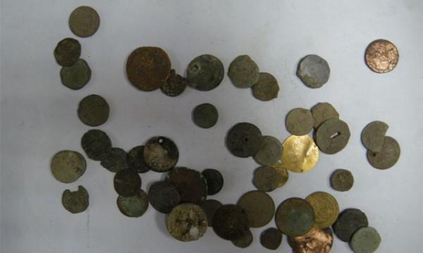 Заловиха иманяр, крил 103 римски и тракийски монети