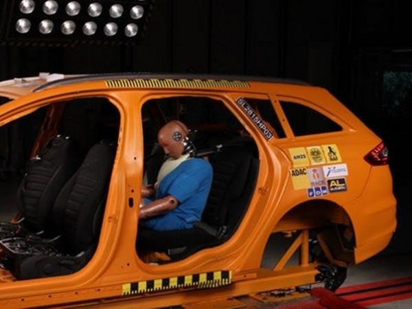 Стара шофьорска мъдрост гласи: най-безопасните места в колата са отзад,