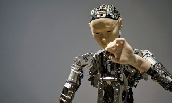 Рисковете на AI: Да загубим човешкия суверенитет