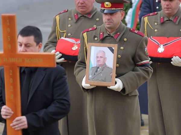 С пълен военен церемониал ръководството на Министерство на отбраната и