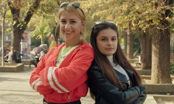 """Две сестри, четири стола - само една продължи в """"Гласът на България"""""""