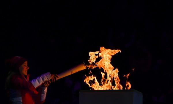 Без деца на церемонията по предаването на олимпийския огън