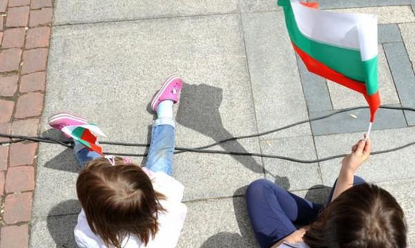 Българските деца, родени в чужбина. Колко са?