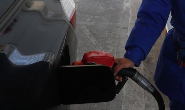 """Цените на петрола се сринаха, неизбежна ли е """"войната""""?"""