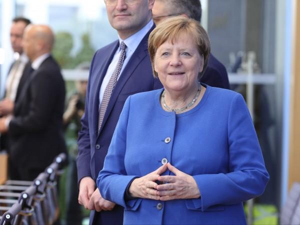 Германският канцлер Ангела Меркел даде мрачна прогноза пред парламента в