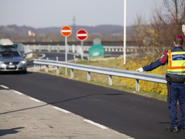 Засега България няма да затваря своите граници, въпреки обявеното извънредно