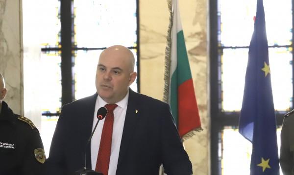 Радикални мерки: Гешев иска незабавна карантина за Банско
