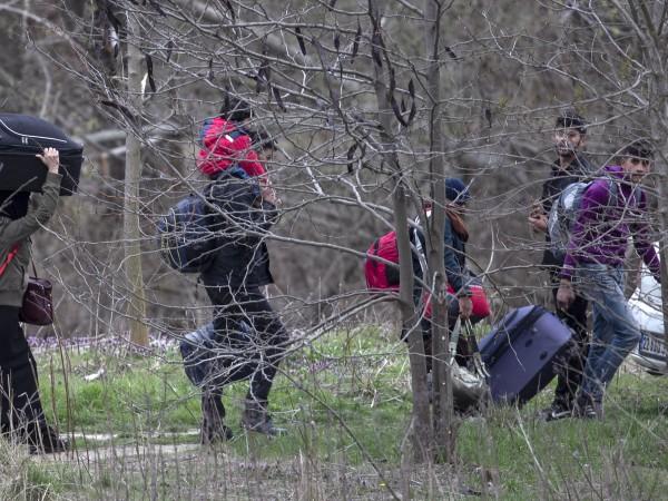 Мигранти направиха опит да изненадат гръцките власти и да навлязат