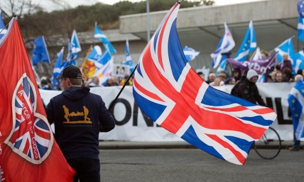 Шотландия се отказва от референдума за независимост засега