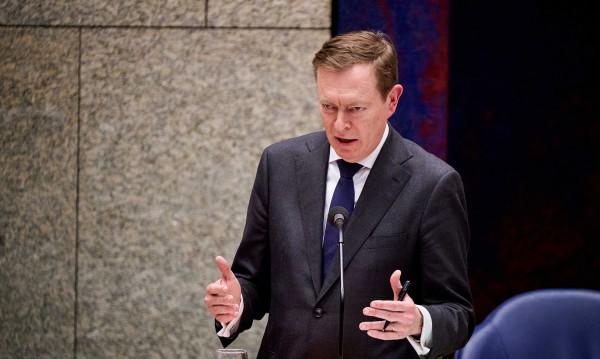Нидерлански министър припадна от изтощение на заседание