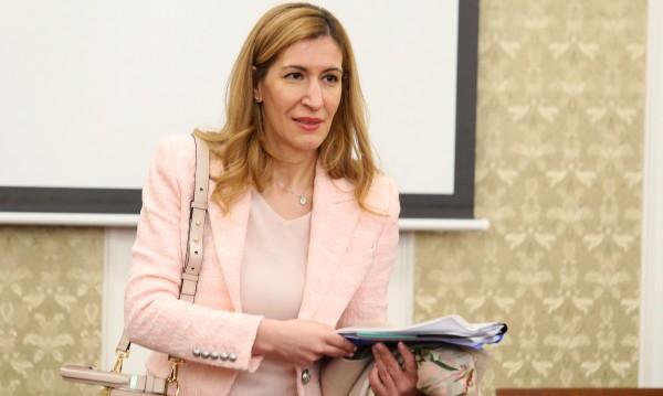 Ангелкова: Нямаме туризъм вече, но това е разбираемо!
