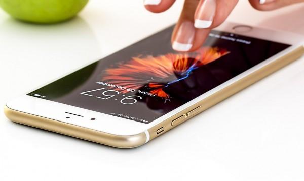 Apple ограничи продажбата на телефони