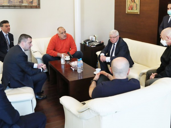 Премиерът Бойко Борисов съобщи, че държавата вече се е свързала