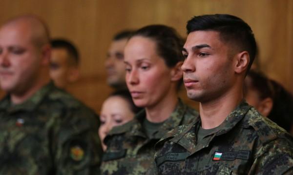 Армията се включва в мерките срещу COVID-19 - проверяват, спират
