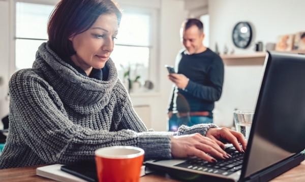 Как да работите от вкъщи с половинката си без да се изпокарате