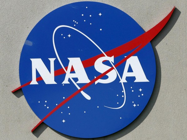 """Коронавирусът """"удари"""" плановете на НАСА за връщане на астронавти на"""